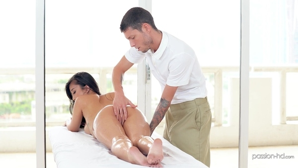 Sexy Asian girl has come to erotic massage