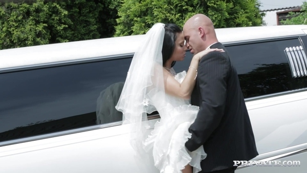 Dark-haired bride to relieve stress by having sex with the limo driver