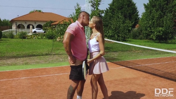 Slim chick brought to orgasm at the tennis court